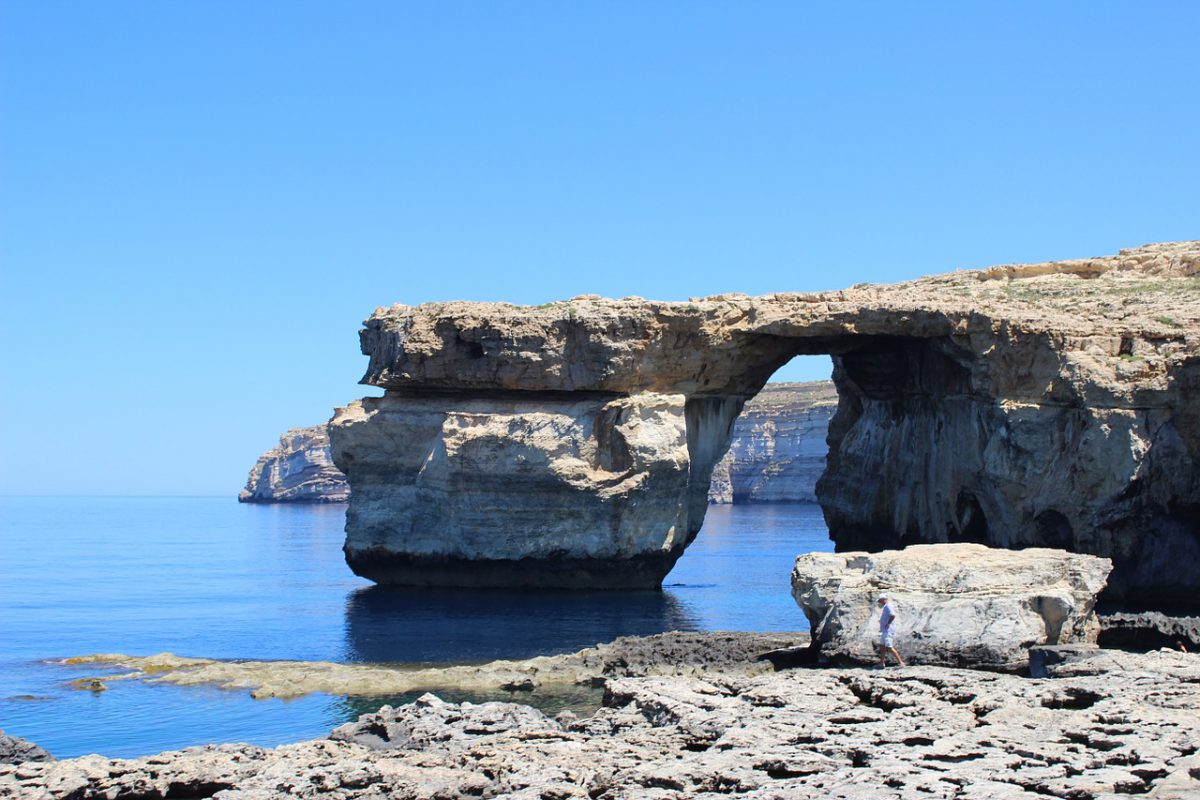 azure-window-277351_1280